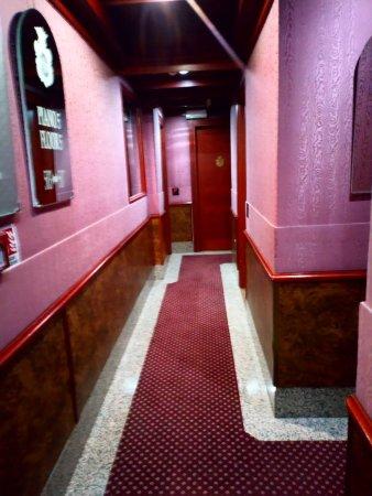 Hotel Madison : Uno de los pasillos de los tantos que hay