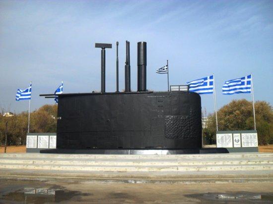 Paleo Faliro, اليونان: Submarine monument