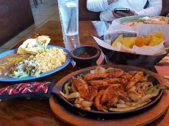 Palm City, FL: Luncheon Chicken Fajitas