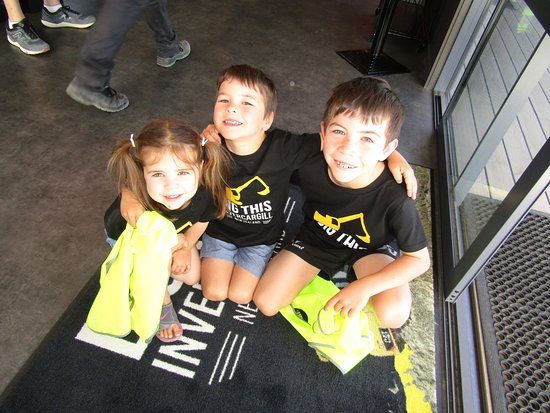 Dig This Invercargill: Meet the Smiths from Nelson! Looking fab in their Dig This tees!