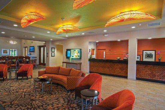 Hampton Inn Tropicana: Lobby