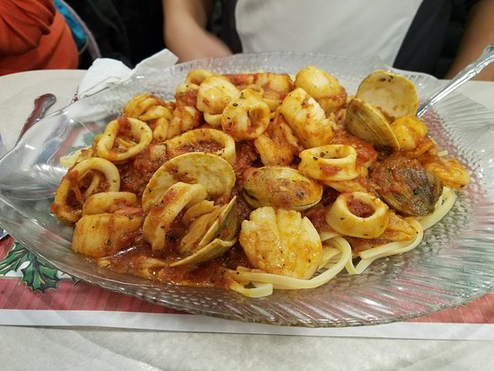 Floral Park, Νέα Υόρκη: Yummy dinner special...check out the many yummy seafood!