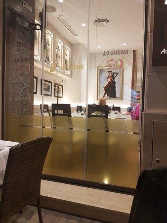 Restaurante meson lo gueno de strachan en m laga con for Cocinas malaga precios