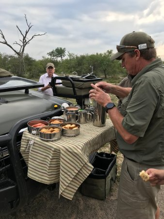 Simbambili Game Lodge: Sundowner, snacks and cocktails