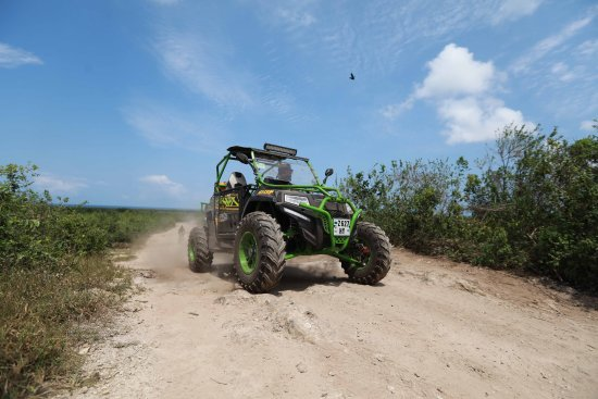 Nungwi, Tansania:  footage of our off road Zanzibar adventure with zanzibuggy