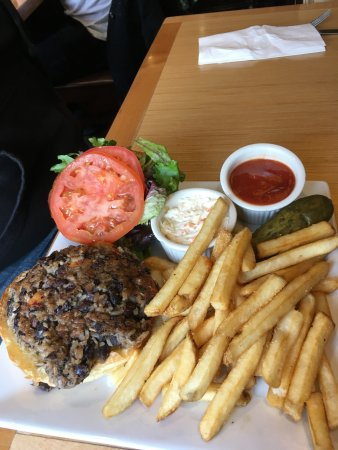 Candlewyck Diner: Black Bean and Roasted Sweet Potato Burger