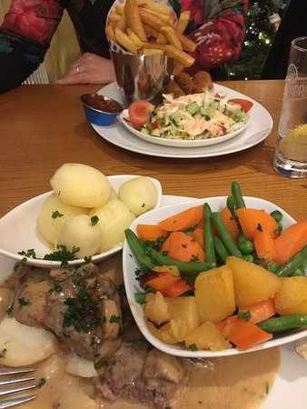 Amroth, UK: Beef medallions and vegetarian cheese and leek dish.