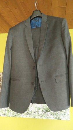 Star Fashion Bangkok: Dark gray suit