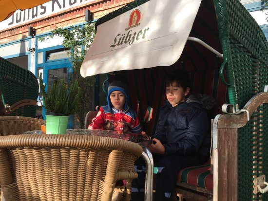Cafe Likorfabrik: Kids also enjoy the place