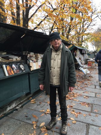 Paris, Prancis: Friendly Vendor on Left Bank