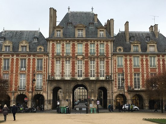 Paris, France: Place de Vosges