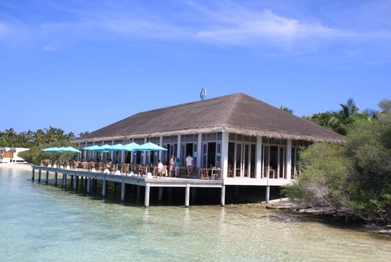 Helengeli Island: The decking area of Spice restaurant