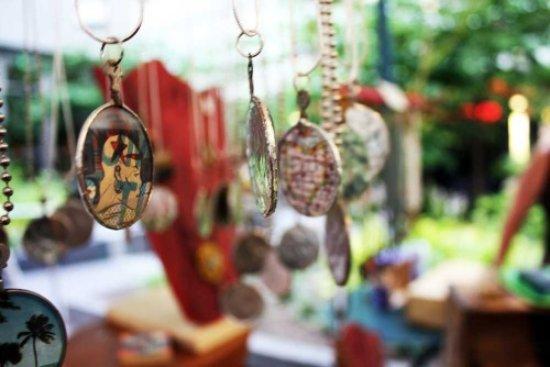 Unity, Jamajka: Jamaican artisanal art captures the spirit of the island's centuries old heritage