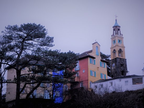 Portmeirion Village: Such interesting colours and shapes!