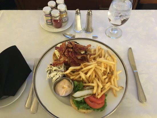 Le Centre Sheraton Montreal Hotel: A decent burger from room service