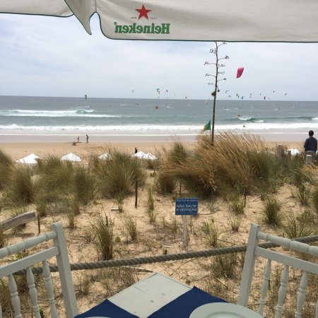 Pe Nu Beach Club : Zarzuela com vista para o mar.