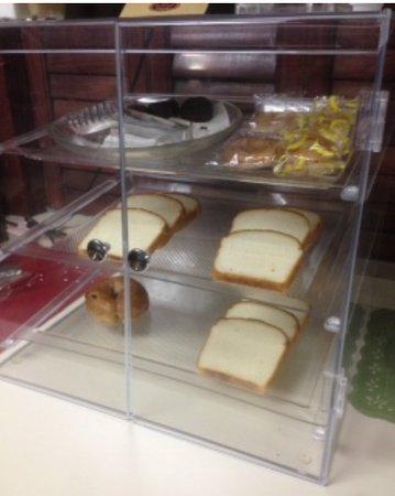 Vonore, TN: Stale doughnuts......1 Bagel. 1 Bagel? 1 Bagel!