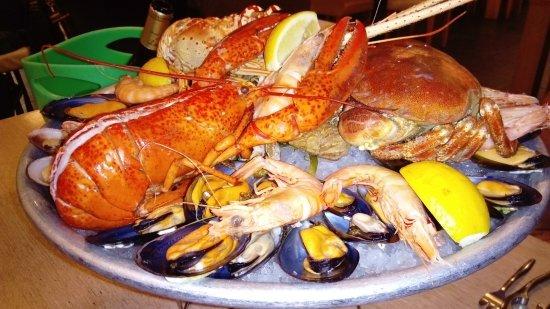 Castelnau-d'Estretefonds, France: L'intense couleur du homard en a fait pâlir les crevettes !