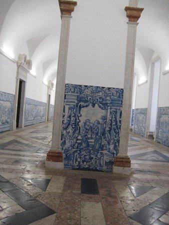Lisbon, Portugal: Galleria laterale
