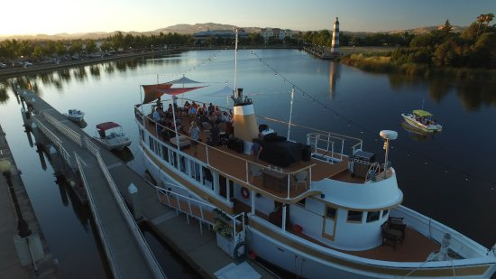 Suisun City, Kalifornien: Suisun Sunset bar atop a yacht in Suisun harbor