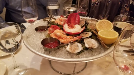 Keens Steakhouse: Seafood Tower