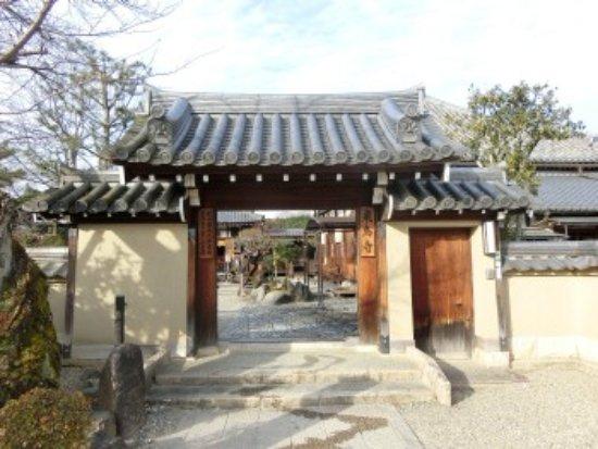 Asuka-dera: 山門前