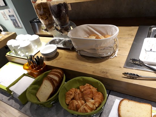 Ibis Budget Villemomble: Petit déjeuner basique