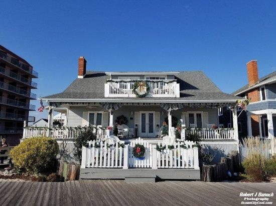 An Inn on the Ocean: Christmas decorations at Inn on the Ocean, Ocean City MD...  #oceancitycool