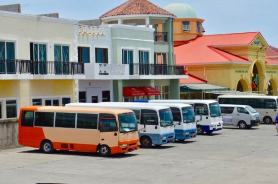 Basseterre, Saint Kitts: Tournic tour buses