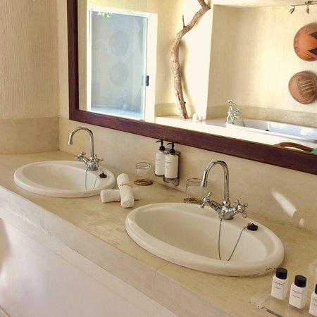 Sabi Sabi Bush Lodge: Luxury suite