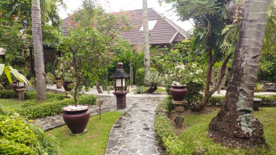 Puri Mas Boutique Resort & Spa: Pathway to the rooms