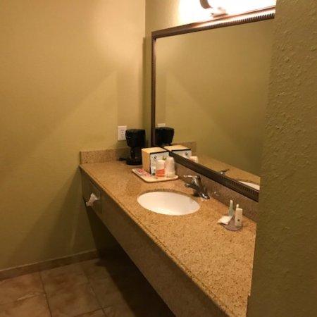 Quality inn suites la porte for Quality inn la porte tx
