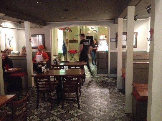 Shenandoah Pizza: interior