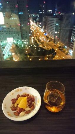 Courtyard by Marriott Shin-Osaka Station: Club lounge happy hour