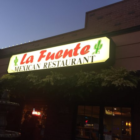 ‪‪Oakley‬, كاليفورنيا: Front of La Fuente, great Mexican‬