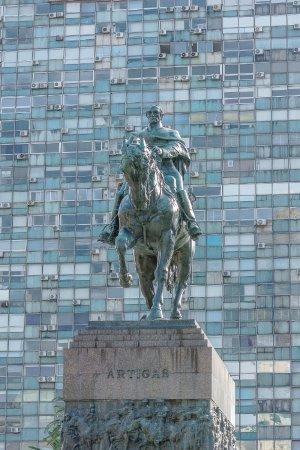 Montevideo, Uruguay: Praça Independência, Estátua de Artigas