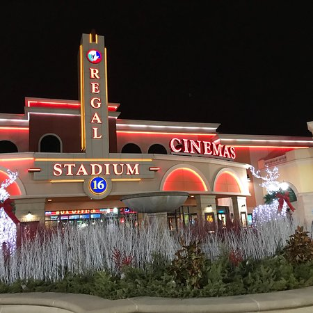 Regal Deer Park Stadium 16 IMAX & RPX