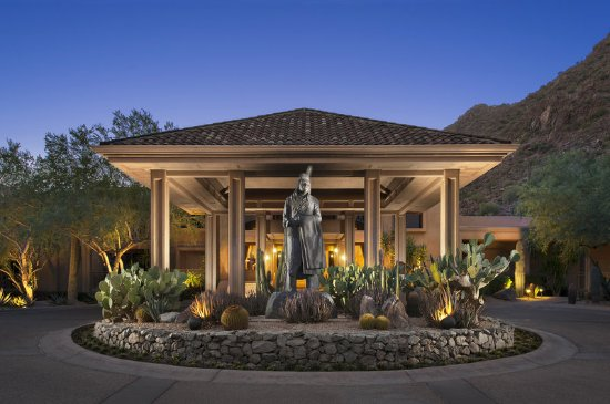 The Canyon Suites at The Phoenician: Exterior