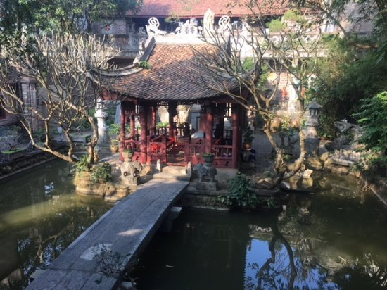 Thanh Chuong Viet Palace: Lake pergola