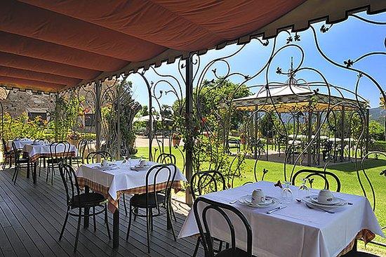 Salles Hotel Mas Tapiolas: Restaurant