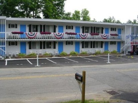 Weirs Beach Motel and Cottages: Exterior