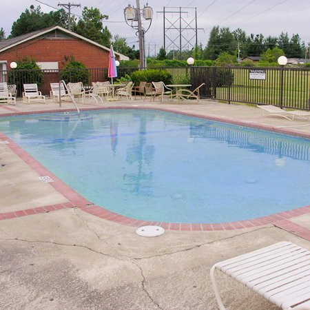 Newport, AR: Pool
