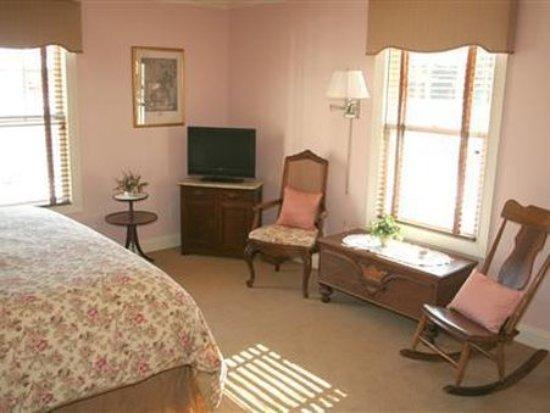 The RoseMary Inn: Guest room