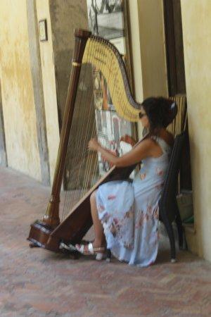 Scala, Italy: De harp speelster.