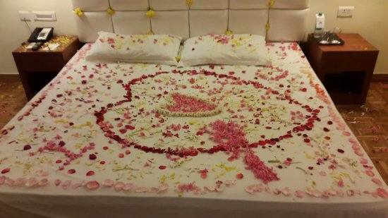 Gem Park-Ooty: bed decoration