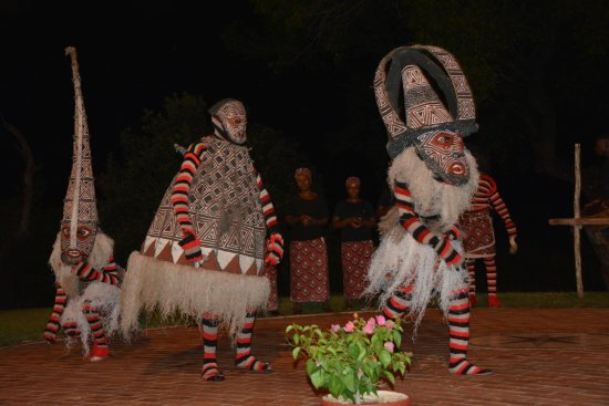 The Victoria Falls Hotel : Dancers entertaining us during dinner