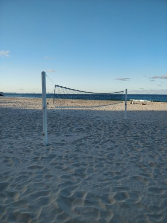 Coolangatta Beach: Vball courts
