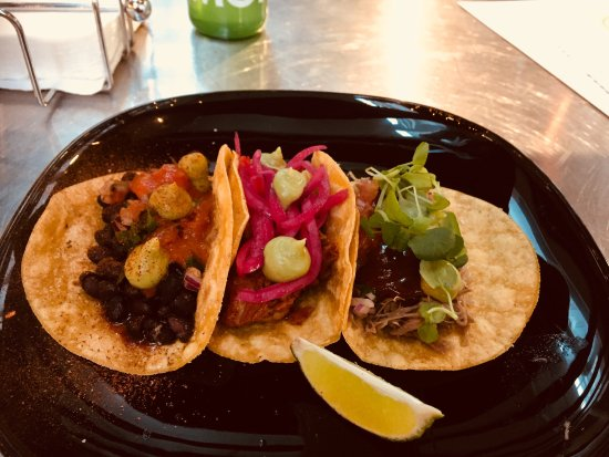 "El Patron, Tacos By Armando: ""Frijoles Negros"" (sorte bønner), ""Cochinita Pibil"" (svinekød) og ""Carnitas"" (andeconfit)"