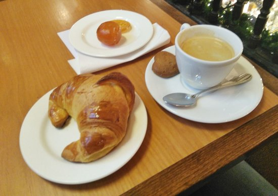 Patisserie Riss Strasbourg: Вкусный кофе,
