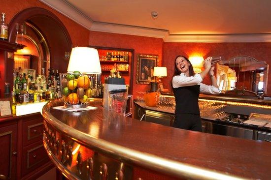 Hotel Steiner: Gerne verwöhnt Sie unsere Barchefin mit Cocktails